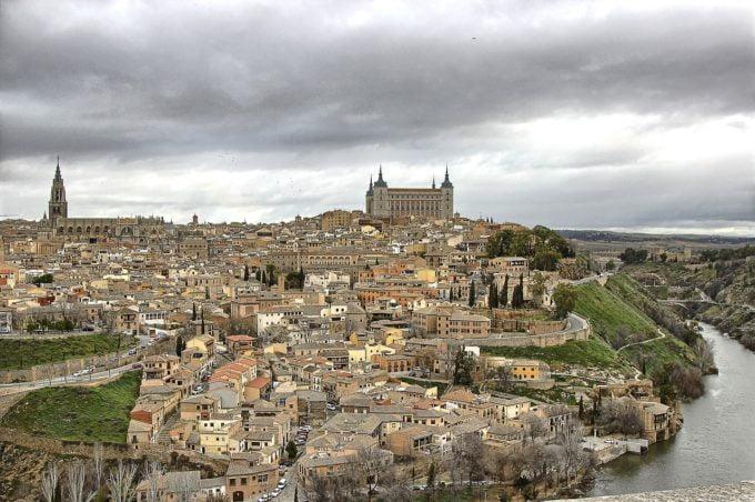 widok miasta z daleka