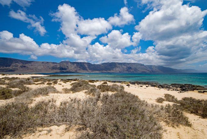 piasek, woda i góry