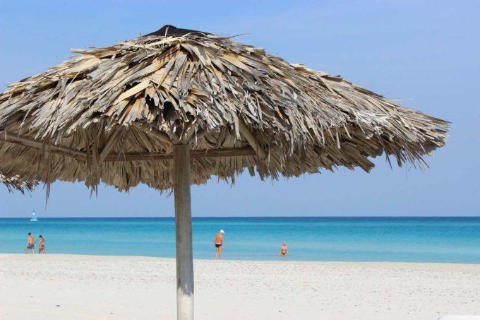 parasol na plaży