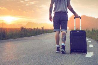 Duża walizka na kółkach - czym kierować się przy zakupie?