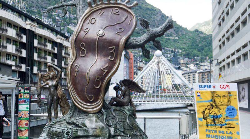 roztopiony zegar