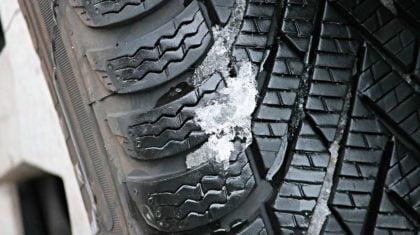 Jakie bezpieczne opony wybrać do samochodu