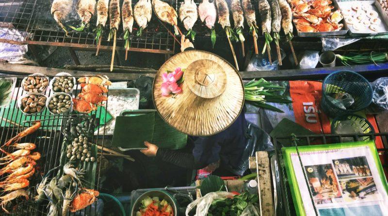 sprzedawca uliczny w Bangkoku