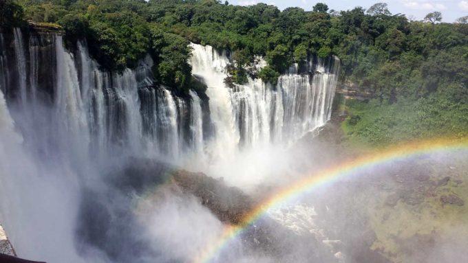 wodospad i tęcza