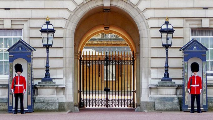 Palac Buckingham strażnicy