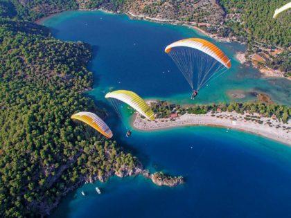 6 wspaniałych miejsc na skok ze spadochronem