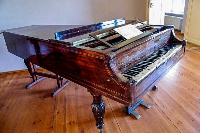 fortepian w Ostromecku
