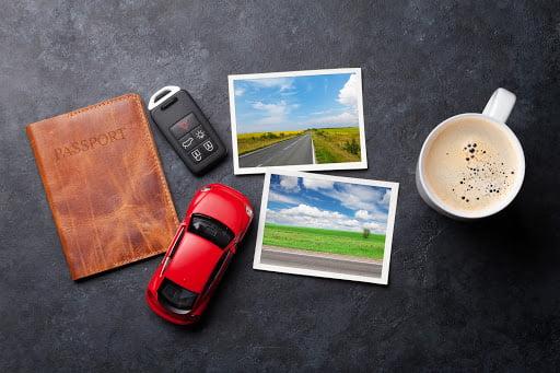akcesoria niezbędne w podróży, dokumenty, samochód, klucze