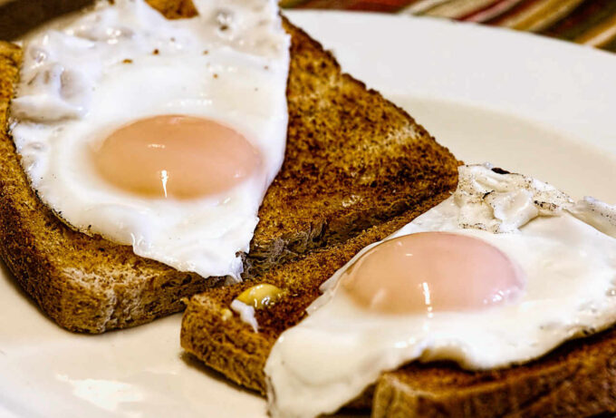 pyszne jajka z chlebem