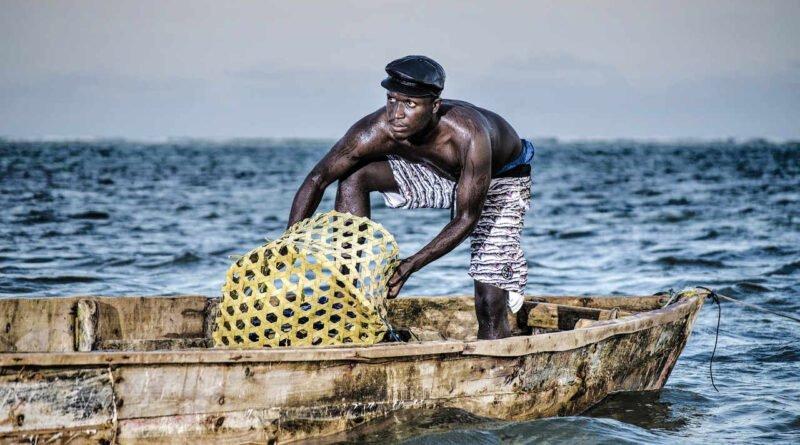 rybak w łodzi