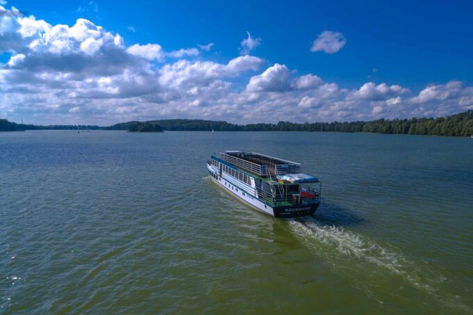 Statek Gałczyński na jeziorze Tałty