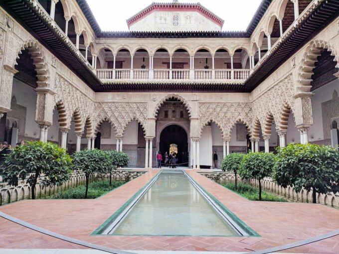 dziedziniec pałacu
