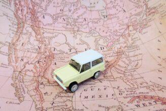 Pokój podróżnika - jak urządzić? Globus, mapy, dekoracje