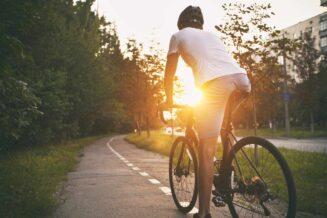 Podróże rowerowe małe i duże - jak wyposażyć rower, aby bezpieczenie podróżować?